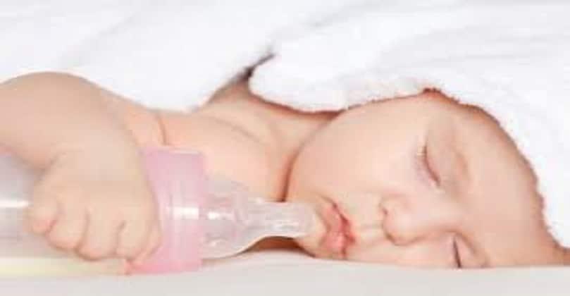 Breastfeeding vs formula feeding advantages disadvantages